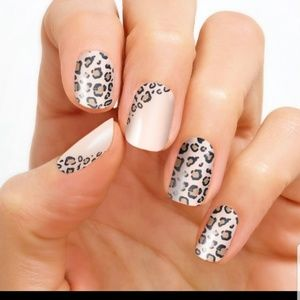 Color Street Makeup - COLOR STREET Trend Spotted Nail Strips